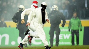 Köln Dijatuhi Hukuman Karena Suporter Menyerbu Lapangan