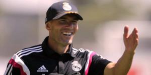 Zinedine Zidane Mata-Matai Markas Juventus