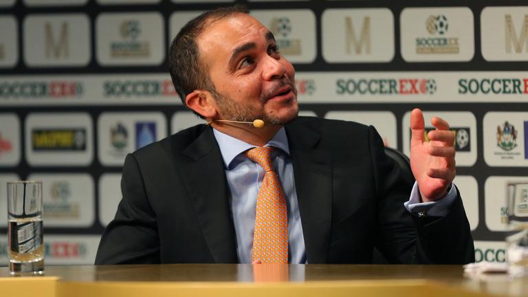 Blatter Mundur, Platini dan Pangeran Ali Siap Naik Podium