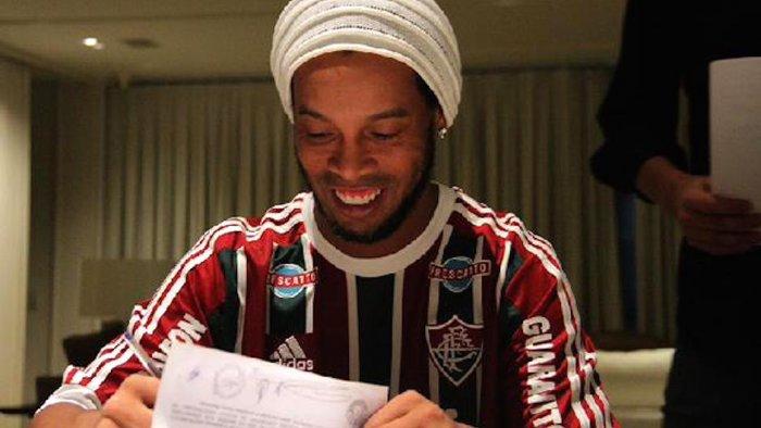 Ronaldinho Batal Main di Turki, Ia Pilih Pulang Kampung