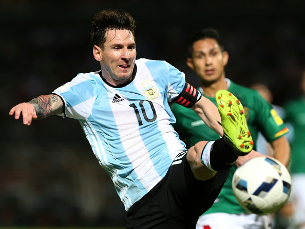CORDOBA, ARGENTINA - MARCH 29:  Lionel Messi  of Argentina plays the ball during a match between Argentina and Bolivia as part of FIFA 2018 World Cup Qualifiers at Mario Alberto Kempes Stadium on March 29, 2016 in Cordoba, Argentina. (Photo by Daniel Jayo/LatinContent/Getty Images)